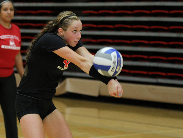 Freshman defensive specialist Dana Borsz bumps the ball during practice on August 9. The Penguins are looking to improve on last season's 15-14 record.  Photo by Dustin Livesay/The Jambar.