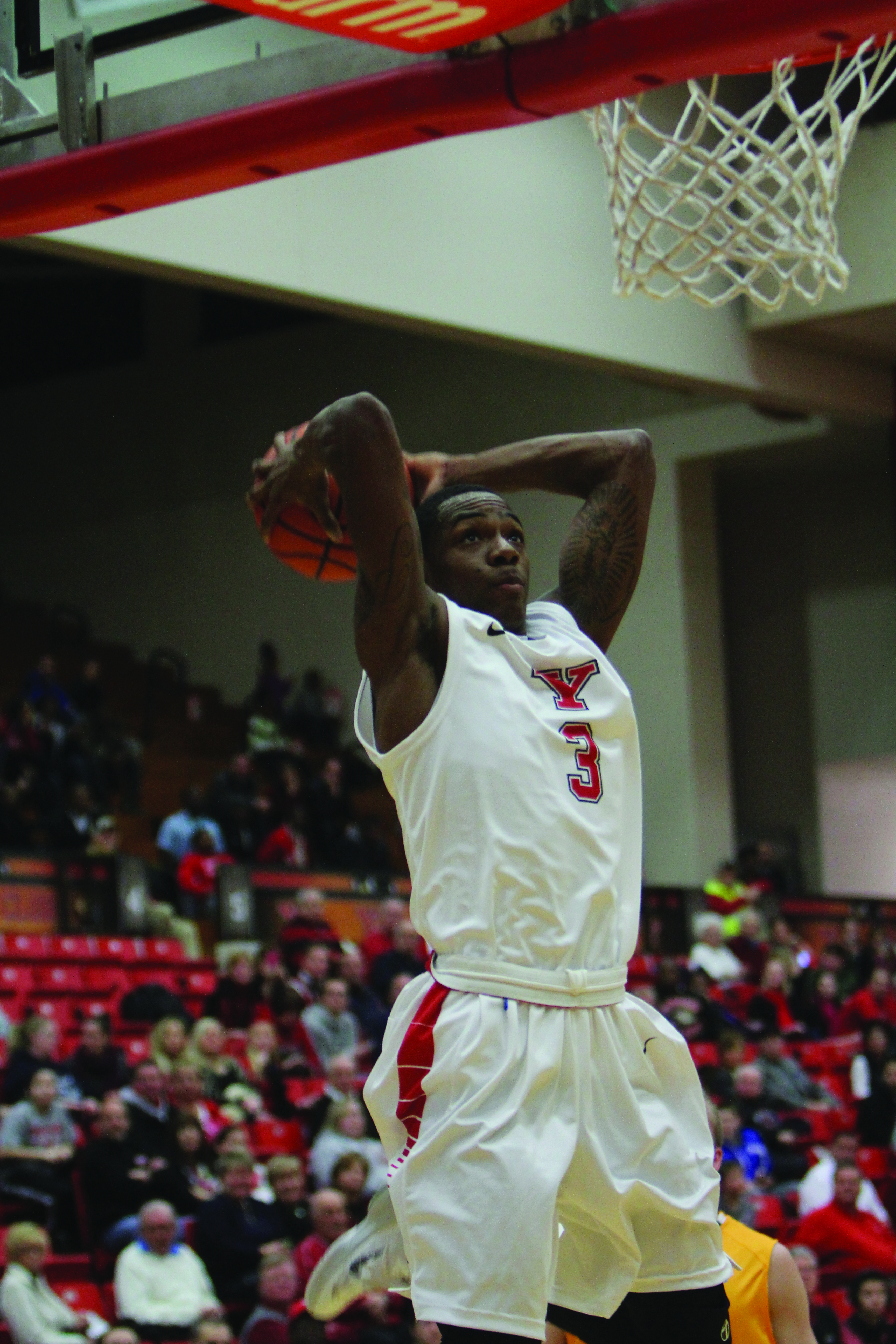 Senior guard Kendrick Perry finishes fast break with a ferocious dunk. Perry scored a game-high 31 points in YSU's victory over UIC on Saturday. Photo by Dustin Livesay/The Jambar.