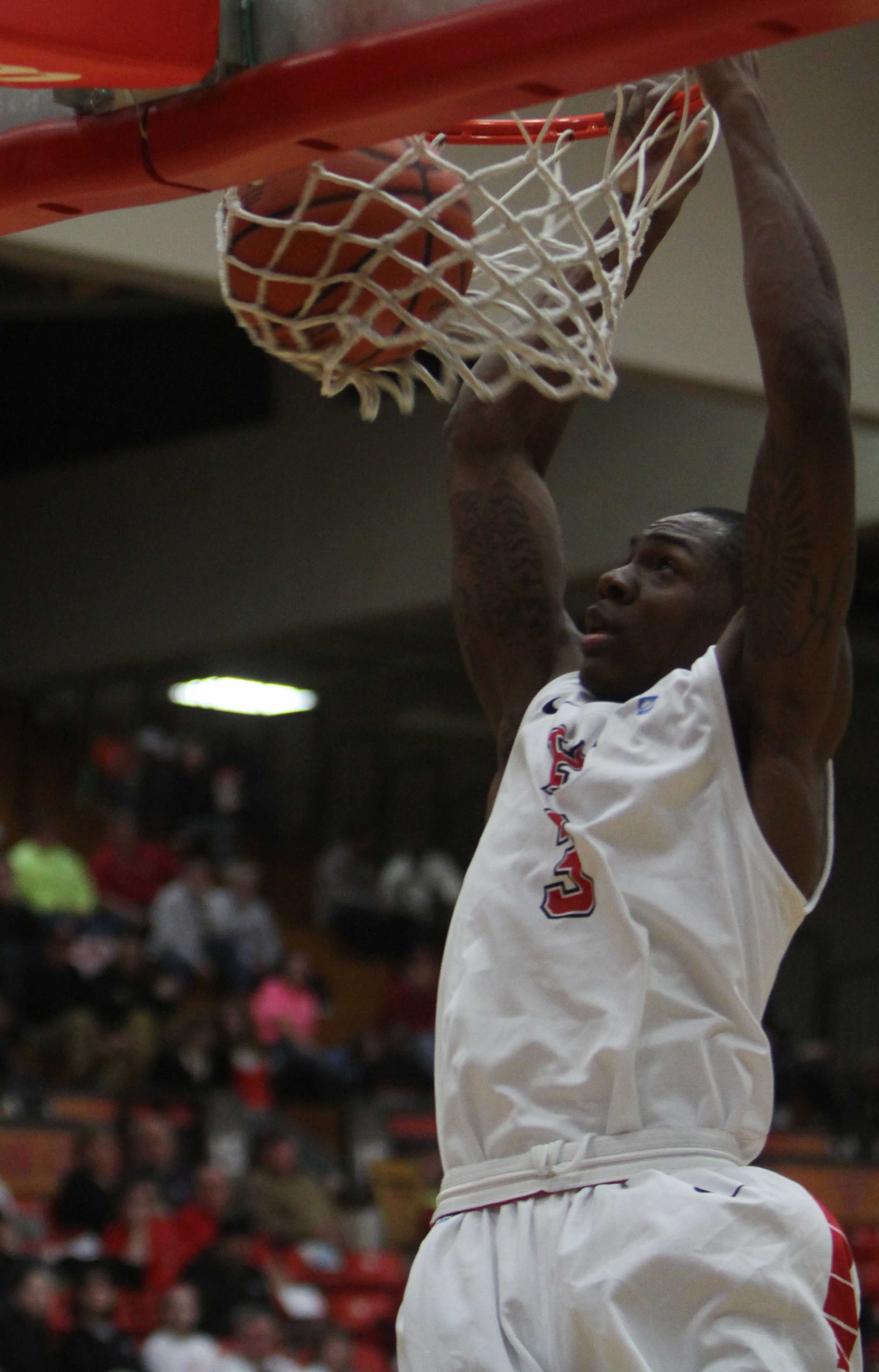 Youngstown State's Kendrick Perry dunks over Oakland University at Beeghly Center on Saturday. Perry dunked on YSU's basket for possibly the final time in his collegiate career. Photo by Dustin Livesay/The Jambar