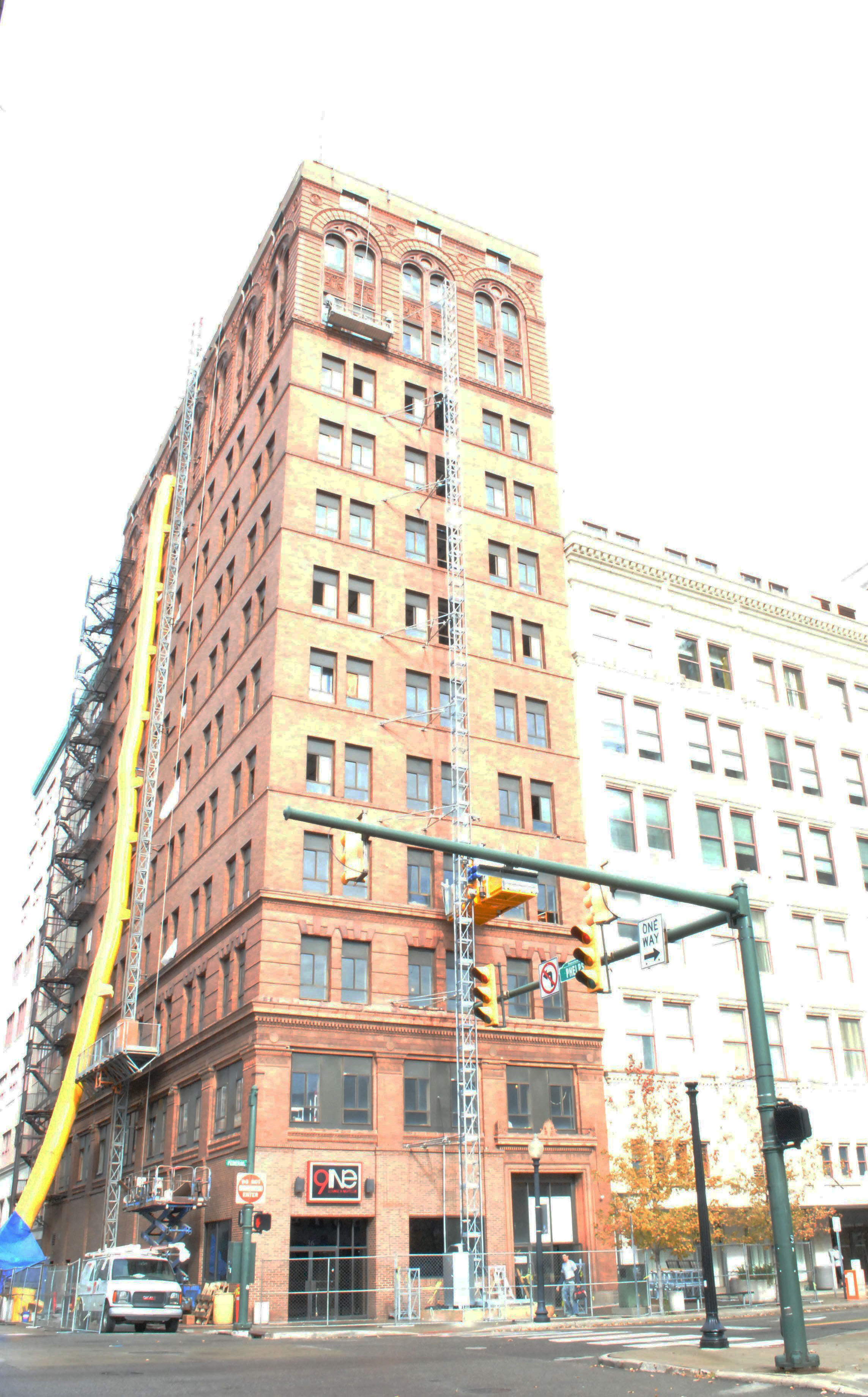 Wick Tower, on the northeast corner W Federal and N Phelps Streets downtown, is currently being renovated. The building will contain 50 apartments and have commercial space available on the ground floor. Photo by Just Wier/ The Jambar.