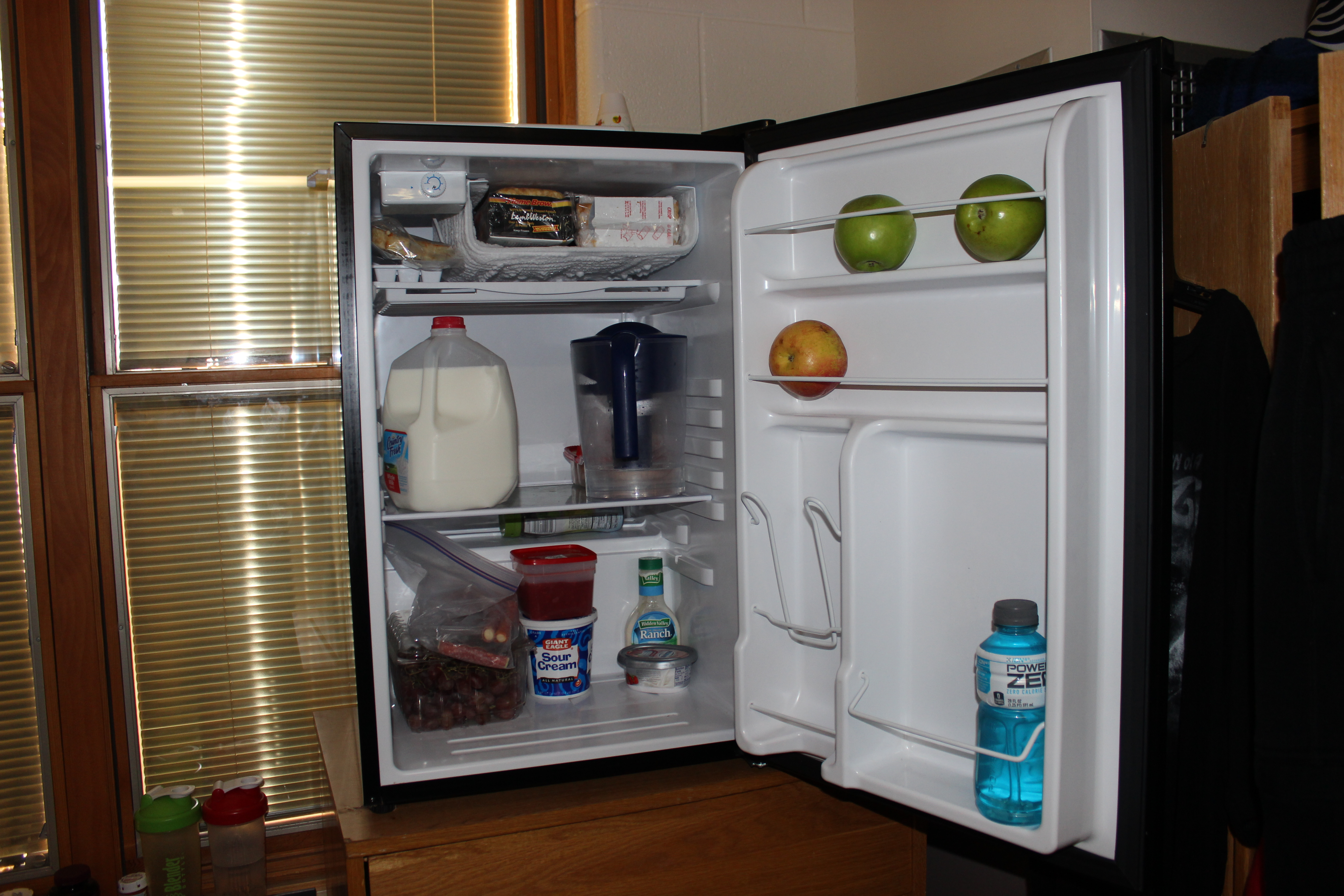 ... Dorm Room Anized · This Fridge Keeps Its Apples Segregated Based On The  Color Of Their Skin ... Part 17