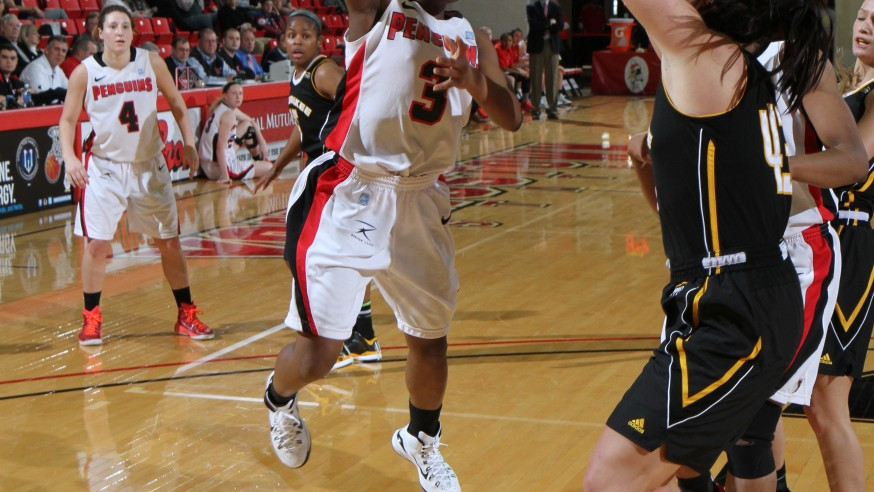 Women's Basketball Rebounds Against Milwaukee
