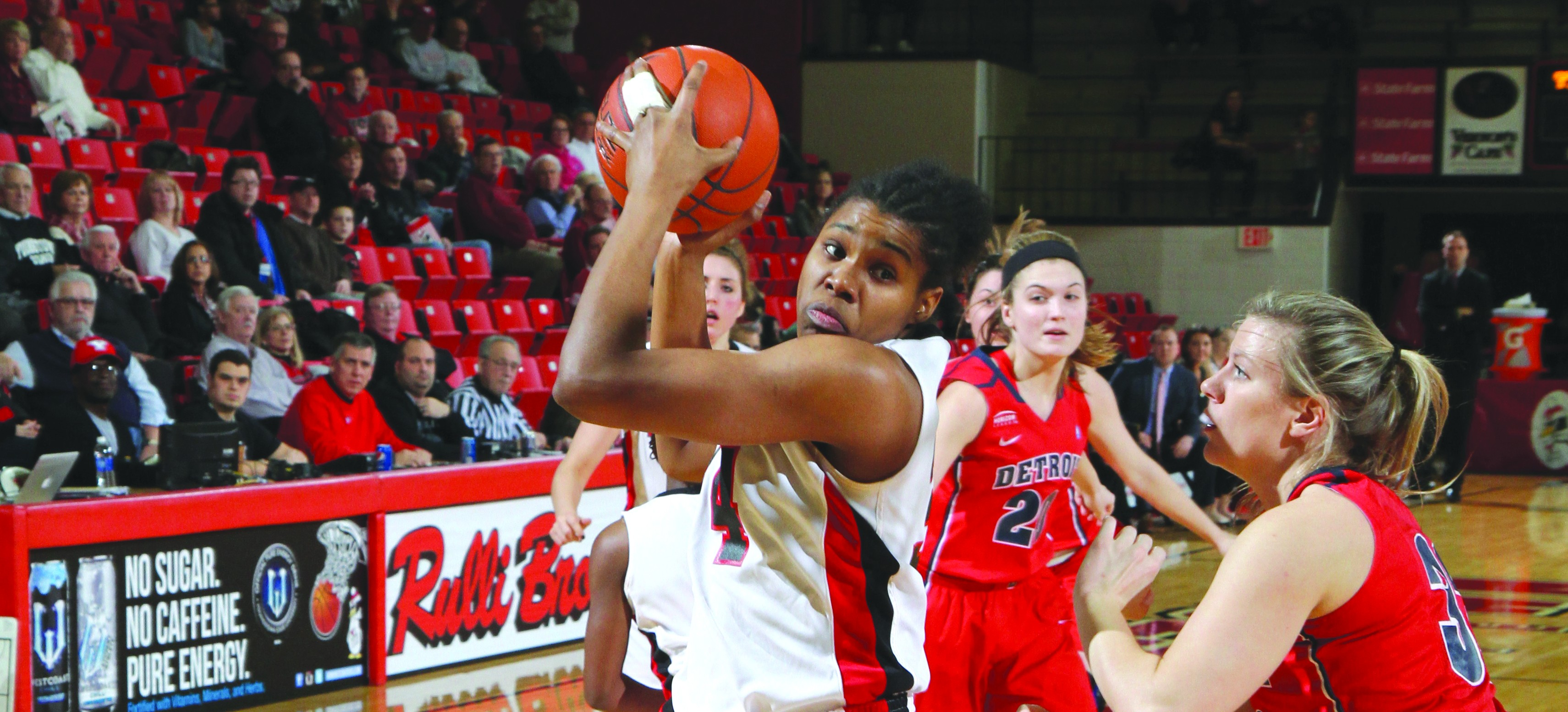 The Youngstown State University women's basketball team defeated the Cleveland State University Vikings 79-65 on Jan. 15. Senior forward Latisha Walker scored 21 points and four rebounds in the Penguins' previous matchup. Photo courtesy of Ron Stevens.