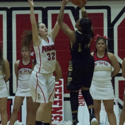 Women's Basketball Faces Oakland in the HL Tournament