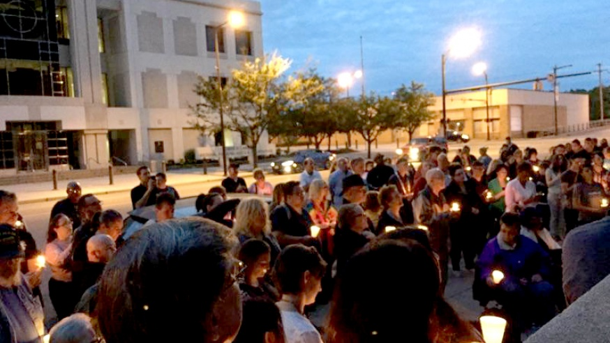 Candlelight Vigil Honors Those in Orlando Shooting