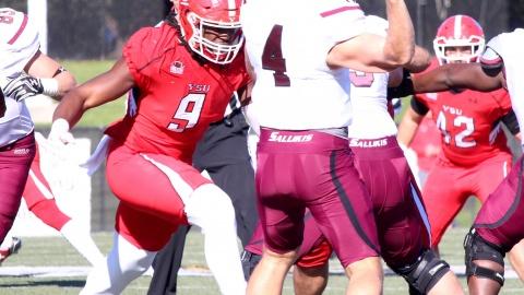 Youngstown State University's Avery Moss (9) prepares to hit Southern Illinois University quarterback Sam Straub (4).